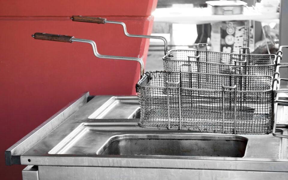 Os 6 segredos para limpar uma fritadeira com eficiência